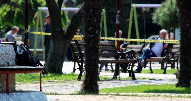 Bomba tehlikesine aldırmadan oturmaya devam ettiler