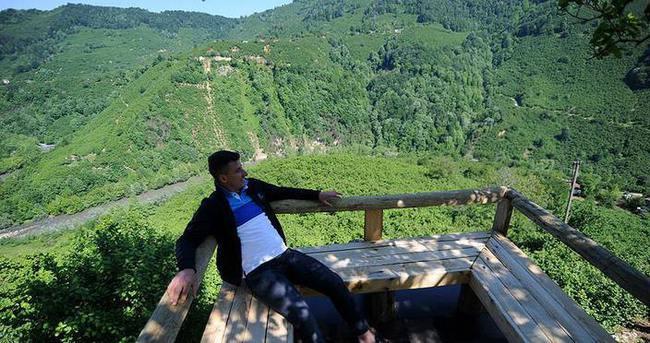 Rafting izlemek için ağaca 'balkon' yaptı