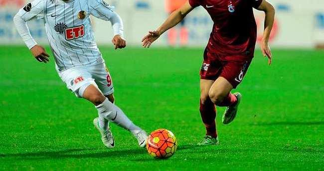10 kişilik Trabzonspor, Eskişehir'de penaltıyla yıkıldı