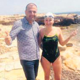 Çeşme'den Sakız Adası'na yüzdü