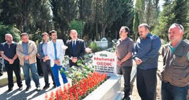 Mehmet Gedik mezarı başında duayla anıldı