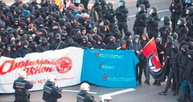 Almanya'da 400 göstericiye tutuklama
