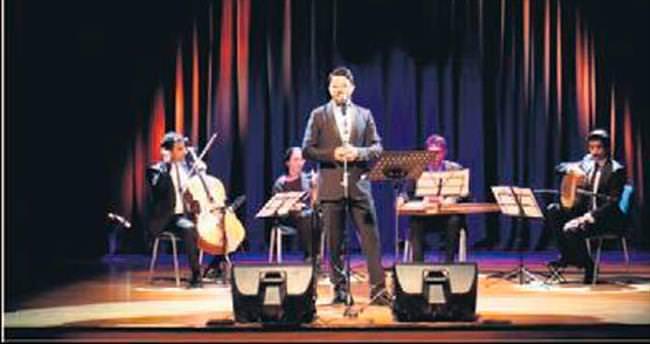 Münir Nurettin'in ses kaydıyla 'düet' yaptı