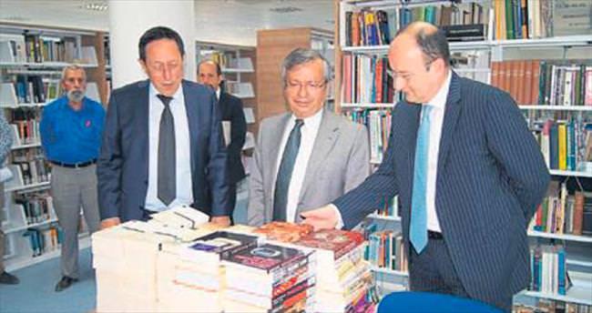Kütüphane bağışlarla zenginleşiyor