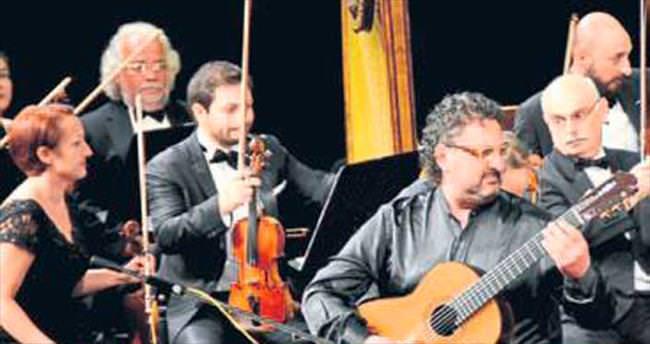Aniello Desiderio gitarıyla büyüledi