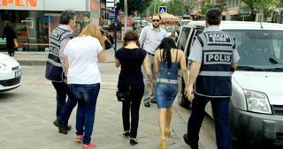 Konya'da hayat kadınlarına baskın: 9 gözaltı