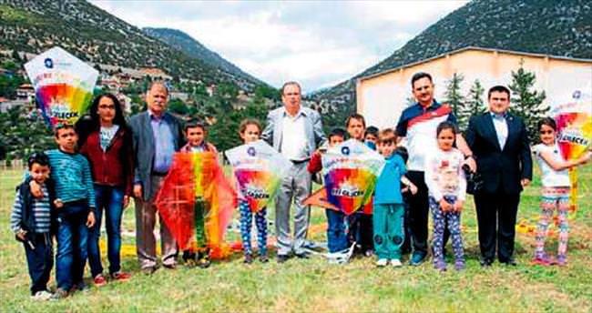 Aksekili çocuklar gökyüzünü boyadı
