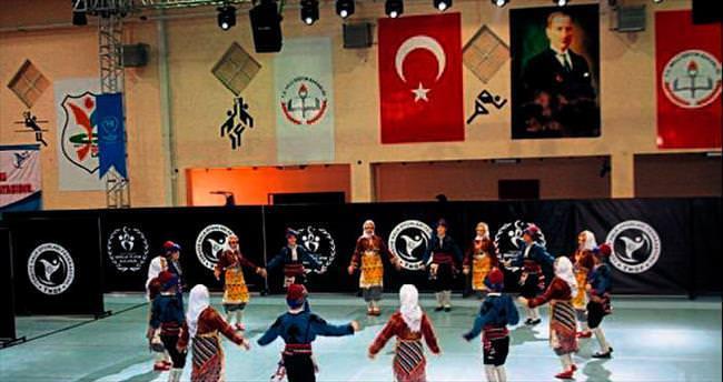 Burdur'da halk oyunları coşkusu