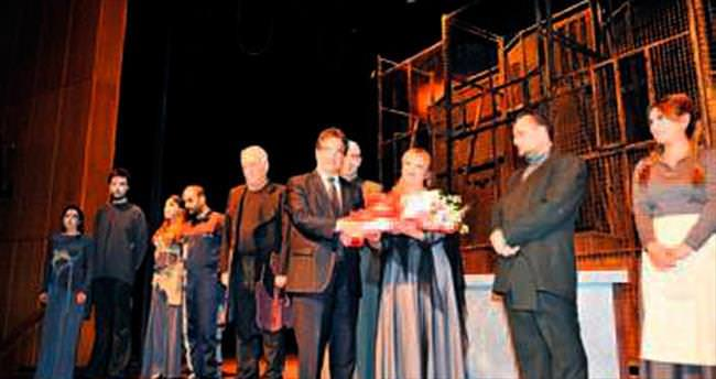 Pakdil'in 'Umut'u Büyük Tiyatro'da