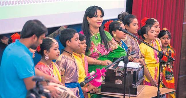 Bangladeş'ten yeni yıl kutlaması