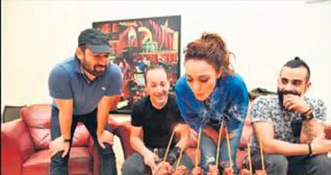Çevik'ten Sali'ye pastalı sürpriz