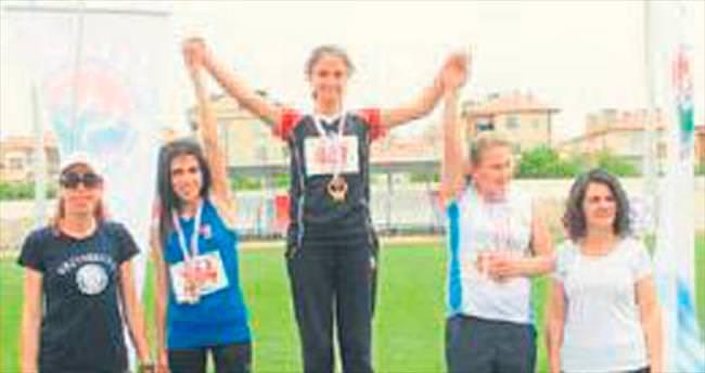 Antalyalı atletler kürsüde