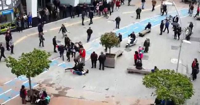 Liseli kızlar caddede birbirine girdi