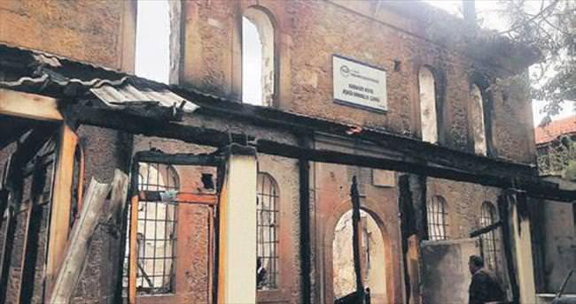 Nallıhan'da 110 yıllık cami yandı
