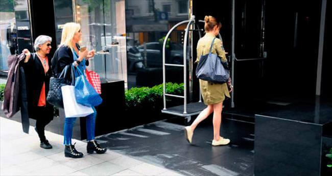 Önce alışveriş, sonra toplantı