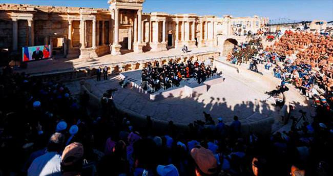 Çadırkente bomba Palmira'ya orkestra