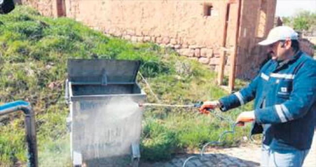 Belediye ekiplerinden ilaçlama harekâtı