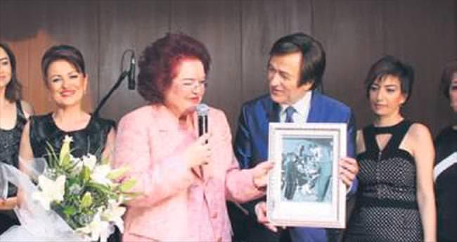 Evgin'e 35 yıllık fotoğraf sürprizi