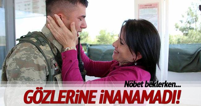 Sınırda nöbet tutan askere büyük sürpriz!