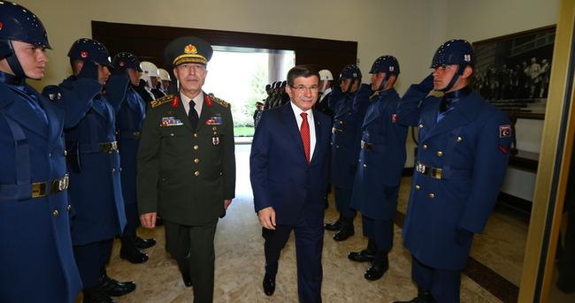 Başbakan Davutoğlu'ndan Genelkurmay'a veda ziyareti