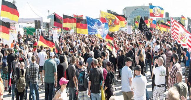 Almanya'da Merkel karşıtı protesto