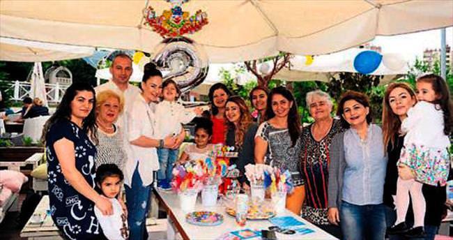 Türközü ailesinin yaş günü mutluluğu