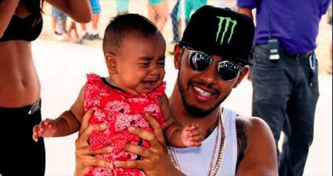 Hamilton'ın bebekle imtihanı!