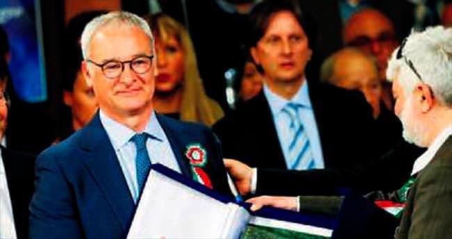 Tarih yazan Ranieri İtalya'da ödüllendirildi