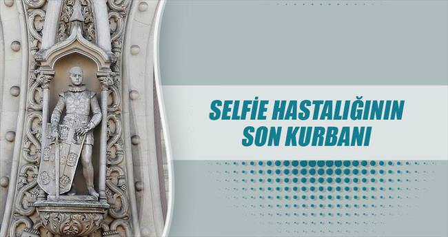 126 yıllık heykel selfie kurbanı!