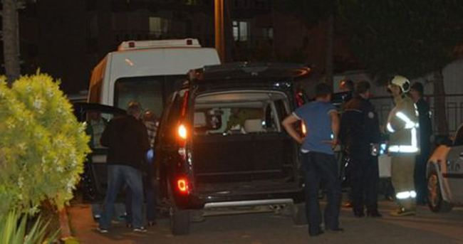 Alkollü sürücü emniyet binasına çarptı