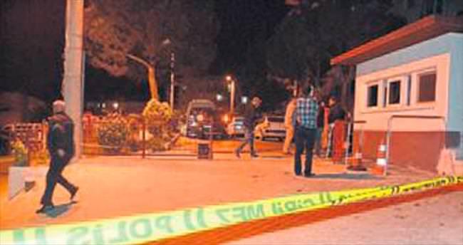 Alkollü sürücü polis karakoluna çarptı