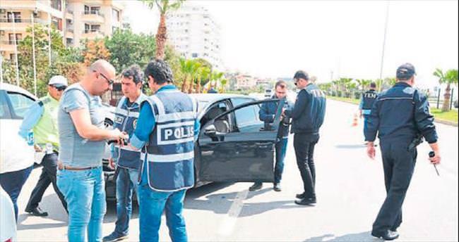 Silahlı şüpheli polise yakalandı