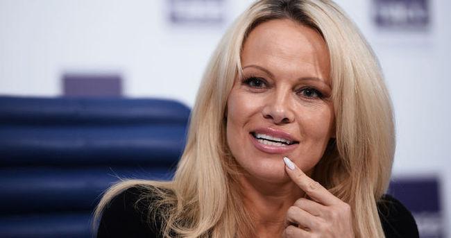 Pamela Anderson imaj değiştirdi