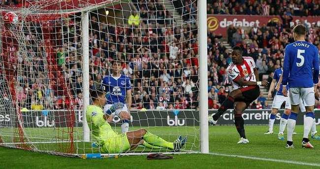 Everton'u yenen Sunderland kümede kaldı