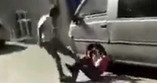 Ağabeyine küfreden çocukları feci şekilde dövdü!