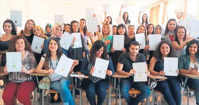 Okul öncesi öğretmenler onur belgelerini aldı