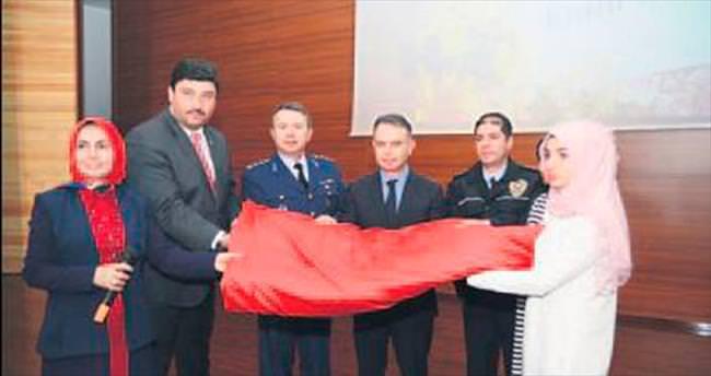 Kazanlı öğrencilerden Diyarbakır'a bayrak