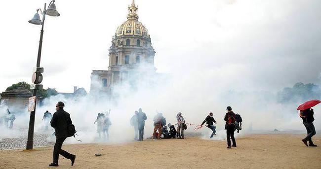 Paris'te protestocular polisle çatıştı