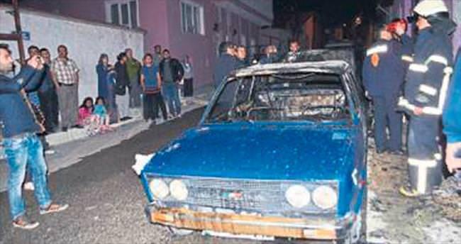 Otomobili yandı sinir krizi geçirdi