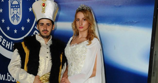 Şarkıcı Emrah'ın oğlu defilede sultan oldu