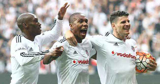 Şampiyon Beşiktaş, kutlamalara statta başladı