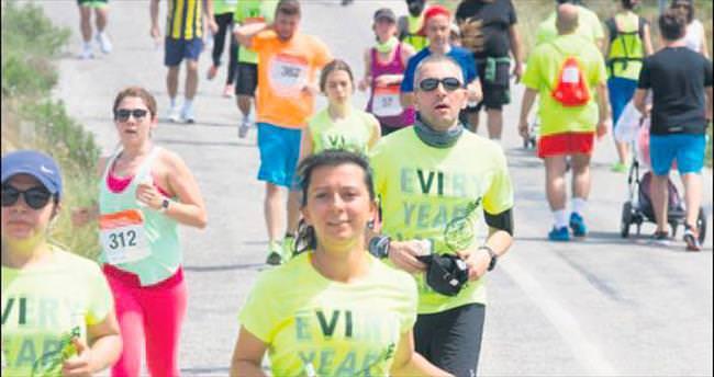 Bin 400 sporsever Bozcaada'da koştu