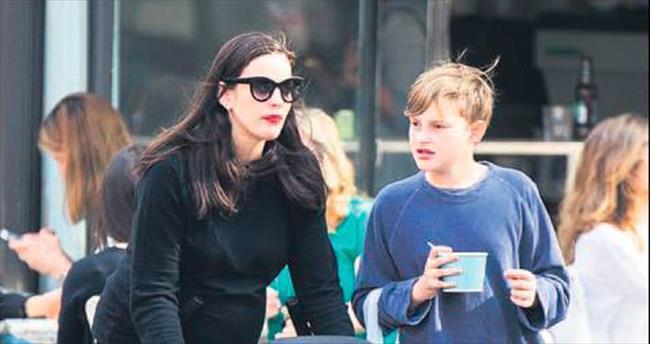 Anne-oğulun dondurma keyfi