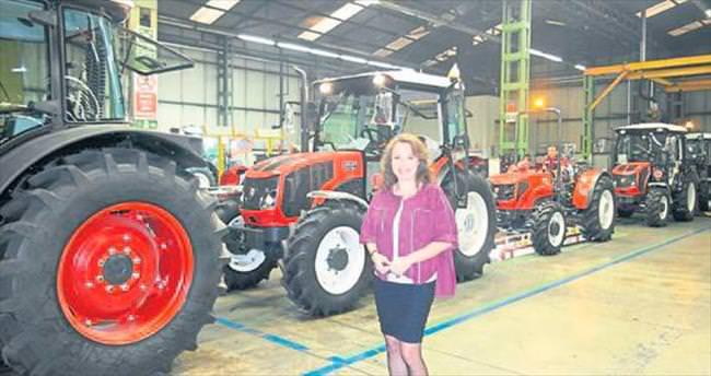 Erkunt Traktör çiftçinin yanında
