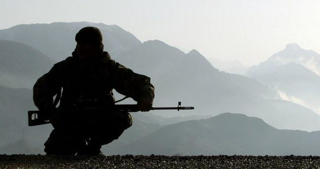 Kayalıklardan düşen asker şehit oldu