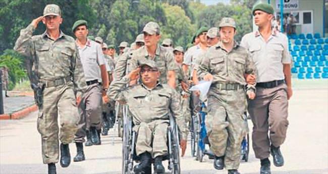 Engelliler çakı gibi asker oldu