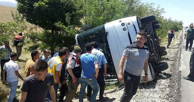 Öğrenci otobüsü devrildi: 1 ölü 15 yaralı