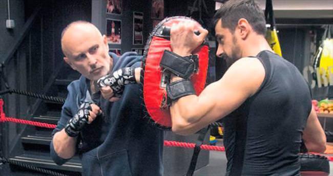 'Viktor', bilek güreşi turnuvasında ikinci olmuş