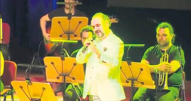 Ünlü isimler, Cem Karaca'yı şarkılarla sahnede andı