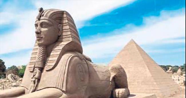 Kum heykeller yeni sezonu açtı